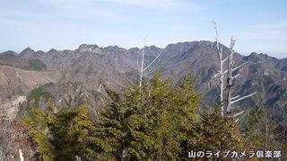 南天山より望む両神山